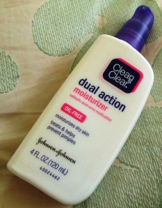 Clean & Clear Dual Action Moisturizer keeps oil at bay and helps minimize pores.